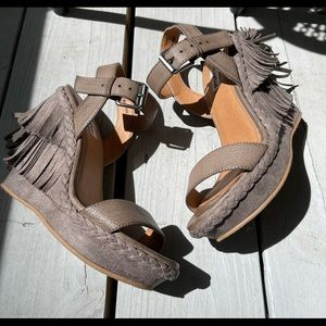 Not Rated Shoes Fridged Wedge Sandals GUC Size 6